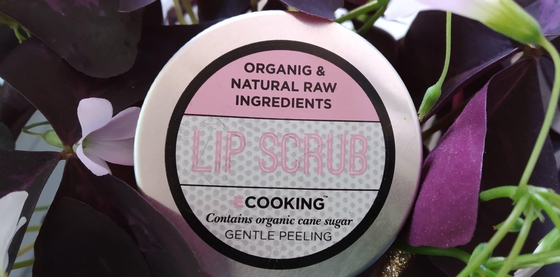 Naturalny peeling do ust Ecooking z olejkiem z pestek moreli i masłem shea.