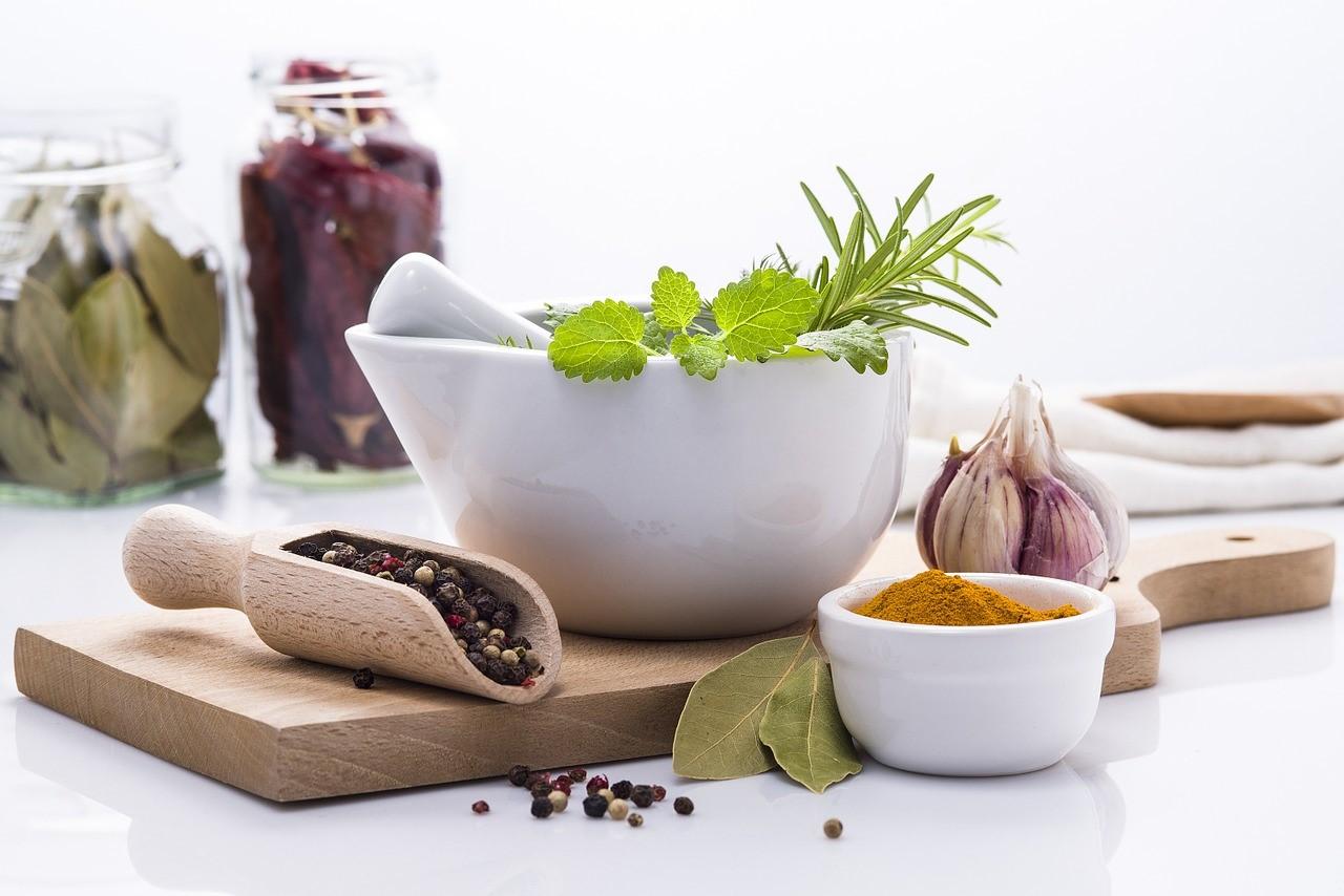 Dbaj o siebie również od wewnątrz! Sprawdź w jakie zioła warto uzupełnić dietę.